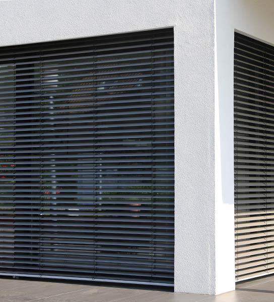 Sonnenschutz Rolläden am Fenster in Stuttgart